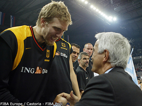 Nar Zanolin (Secretary General of FIBA Europe) congratulates Dirk Nowitzki (Germany)